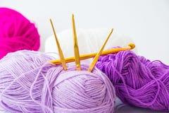 Fil pour l'outil de tricotage et de tricotage Photo libre de droits