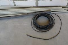 Fil Rolls d'acier inoxydable sur le plancher image stock
