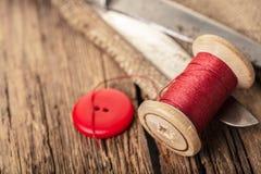 Fil rouge avec des boutons Images libres de droits