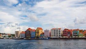 Fila colorida de casas Imágenes de archivo libres de regalías