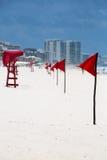 Fila de banderas amonestadoras rojas Imágenes de archivo libres de regalías