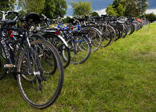 Fila de bicicletas fotografía de archivo