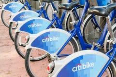 Fila de bicicletas en Miami Beach, la Florida Fotos de archivo libres de regalías