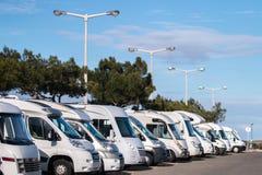 Fila de caravanas autos Fotografía de archivo libre de regalías