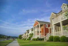 Fila de casas en un suburbio de Mediados de-América Foto de archivo libre de regalías