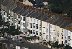 Fila de casas inglesas similares Imagen de archivo libre de regalías
