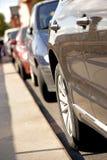 Fila de coches estacionados Fotografía de archivo libre de regalías