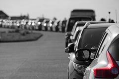 Fila de coches estacionados Imagen de archivo libre de regalías