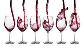 Fila de colada del vino rojo fotografía de archivo libre de regalías