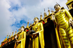 Fila de colocar la imagen de Buda en el Su-tono de Wat Pra-thart Fotos de archivo libres de regalías