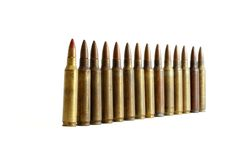 Fila de colocar los cartuchos M16 aislados Fotografía de archivo libre de regalías