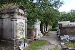 Fila de criptas Imagenes de archivo