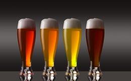 Fila de diversos tipos de cerveza con espuma Foto de archivo
