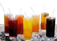 Fila de jugos coloridos Foto de archivo