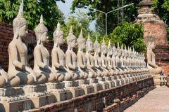 Fila de la estatua de Buddha fotos de archivo libres de regalías