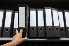 Fila de las carpetas de anillo fotos de archivo libres de regalías