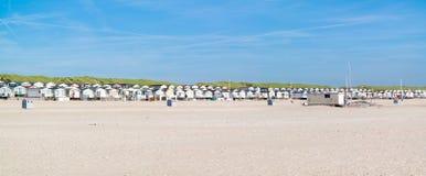 Fila de las casas de playa, Países Bajos Fotografía de archivo