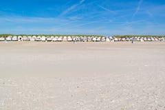 Fila de las casas de playa, Países Bajos Imagen de archivo libre de regalías