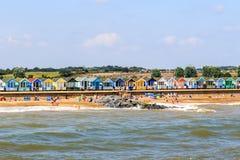 Fila de las chozas de la playa en la playa de Southwold fotografía de archivo