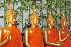 Fila de las estatuas de Buddha fotografía de archivo libre de regalías