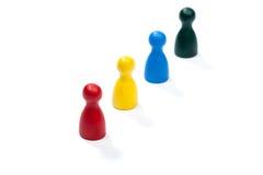 Fila de las figuras coloreadas multi del juego Imagenes de archivo