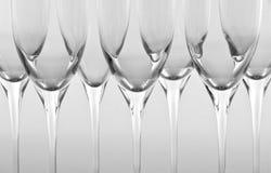 Fila de las flautas de champán vacías imagen de archivo