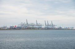 Fila de las grúas del puerto Imagen de archivo