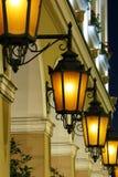 Fila de las luces de calle antigua Imagenes de archivo