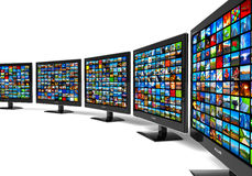 Fila de las visualizaciones con pantalla grande de HD con imágenes múltiples Foto de archivo libre de regalías