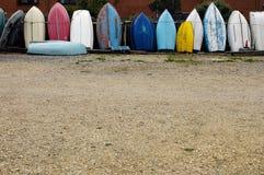 Fila de los barcos de rowing Foto de archivo libre de regalías