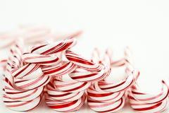 Fila de los bastones de caramelo Foto de archivo