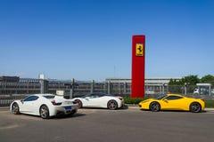 Fila de los coches de Ferrari Fotografía de archivo libre de regalías