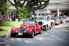Fila de los coches en desfile del coche de la vendimia Imagenes de archivo