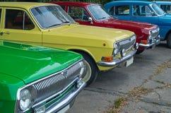 Fila de los coches retros Fotografía de archivo libre de regalías