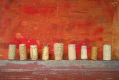 Fila de los corchos del vino Foto de archivo