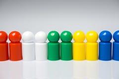 Fila de los empeños coloridos para los juegos de mesa Imagen de archivo libre de regalías