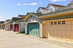 Fila de los garages de estacionamiento foto de archivo libre de regalías