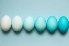 Fila de los huevos de Pascua del ombre Foto de archivo libre de regalías