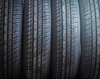 Fila de los neumáticos de coche Fotografía de archivo libre de regalías