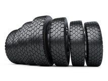 Fila de los neumáticos grandes del camión del vehículo Nuevas ruedas de coche Imagen de archivo libre de regalías