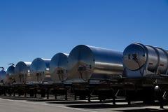 Fila de los nuevos remolques del petrolero en una representación fotografía de archivo libre de regalías