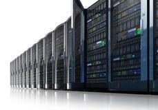 Fila de los servidores de red en centro de datos Fotos de archivo