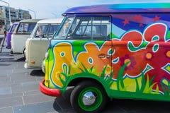 Fila de los wagens del campista del kombi de VW Imagen de archivo libre de regalías