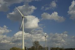 Fila de molinoes de viento Foto de archivo libre de regalías