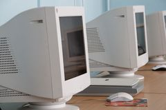 Fila de monitores Fotografía de archivo libre de regalías