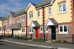 Fila de nuevas casas o de hogares Imagen de archivo libre de regalías