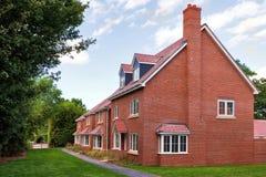 Fila de nuevas casas vacías Fotografía de archivo libre de regalías