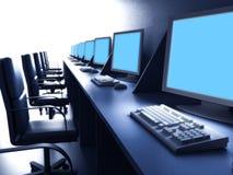 Fila de ordenadores en el escritorio ilustración del vector