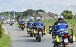 Fila de policías franceses en las bicis - Tour de France 2016 Fotografía de archivo libre de regalías