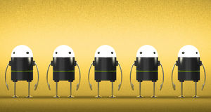 Fila de robots con las cabezas que brillan intensamente Fotos de archivo